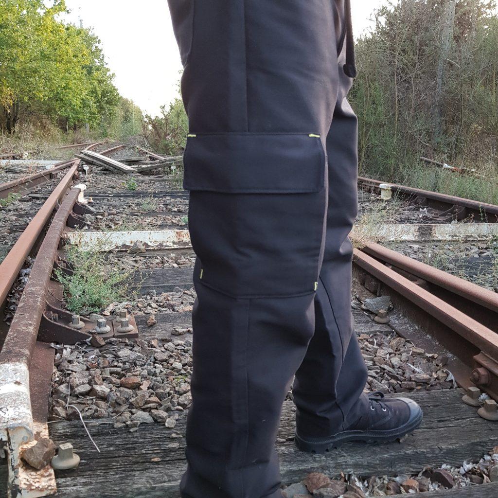 pantalon cargo noir pour homme vue de la poche