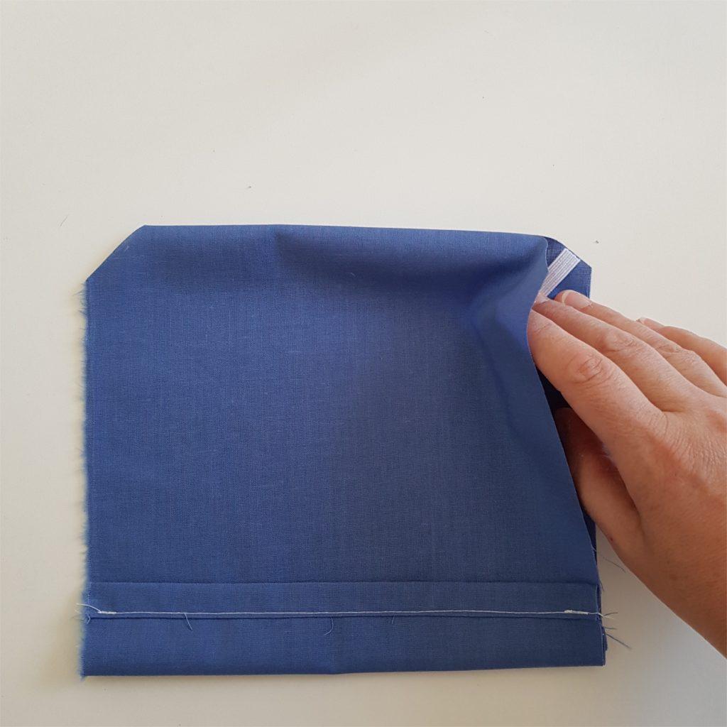 poser les elastiques du masque a plis