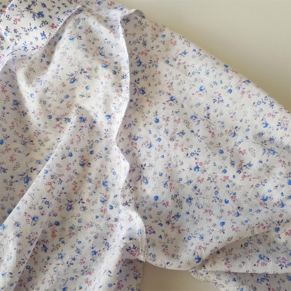 coudre l'emmenchure pour coudre la blouse Valeria