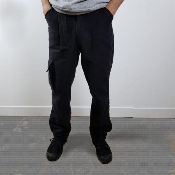 pantalon cargo noir une poche latérale vue de face